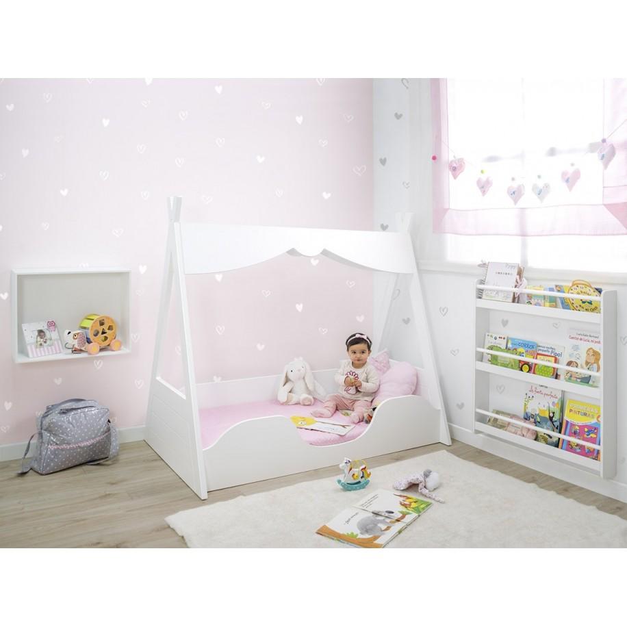 Chambre pour fille avec lit Tipi Montessori