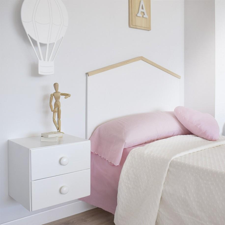 Table de chevet enfant suspendue chambre rose